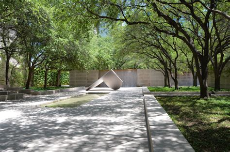 sculpture garden dallas university of texas at dallas lee ann torrans gardening