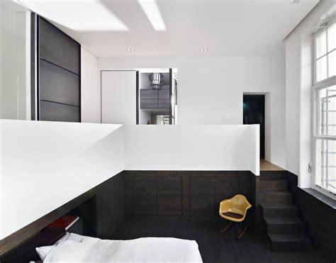 surface minimale d une chambre une suite parentale et sa salle de bains en solid surface