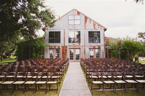 beautiful barn wedding venues deep   heart  texas