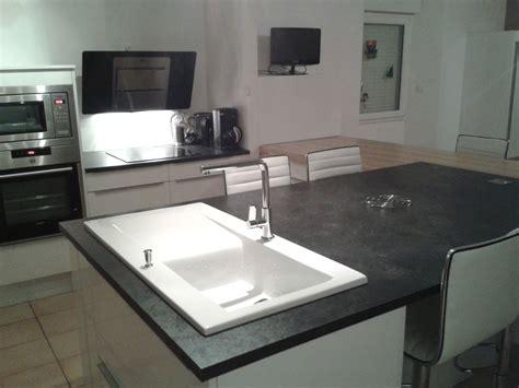evier cuisine blanc ilot central de cuisine blanc avec evier chaios com