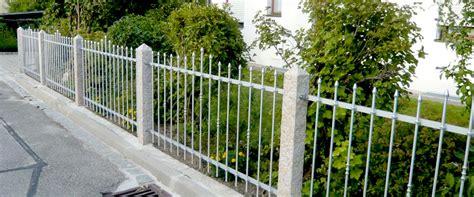 Das Tor Alles Ueber Die Oeffnung Im Zaun by Metallz 228 Une Aluminium Seiler Gmbh Schmiedekunst