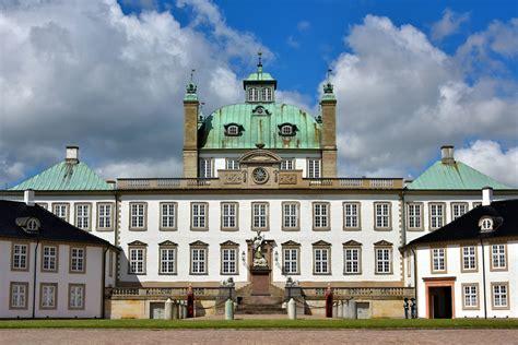 fredensborg palace encircle