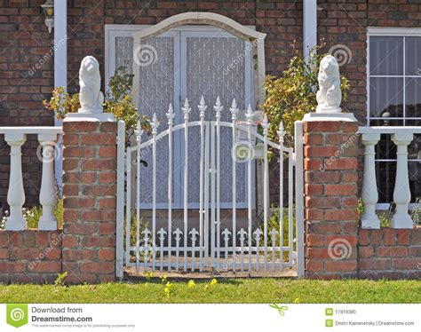 house front fence australian family house front fence stock photo image 17919380