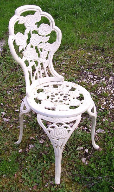 chaise en plastique chaise de jardin pas cher en plastique obtenez des idées
