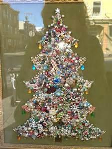 button christmas tree button christmas tree canvas fun family crafts 24 fun things to make
