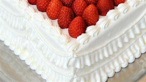 recette de g 226 teau d anniversaire aux fruits et 224 la chantilly desserts cuisine vins