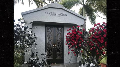 xxxtentacion his burial site funeral mother tmz mausoleum tentacion reveals nicole death xxx