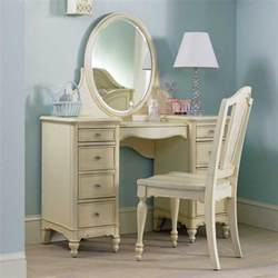 planning bedroom vanity with storage