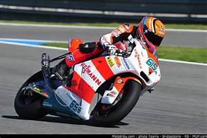 Racing Caf U00e8  Stefan Bradl World Champion Moto2 2011
