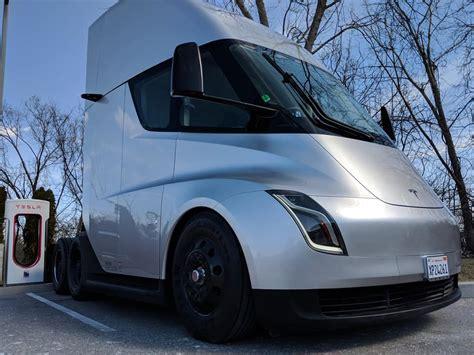 fedex places order   tesla semi electric trucks