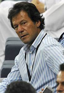 pakistani cricketer players wallpapers biography: Imran ...