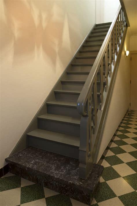 peindre un escalier en gris peindre un escalier colora be