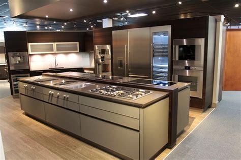 kitchen island with barstools palm gaggenau appliances pro kitchen modern