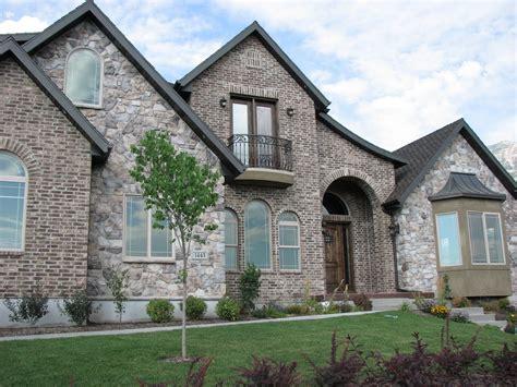Stone & Brick Combinations