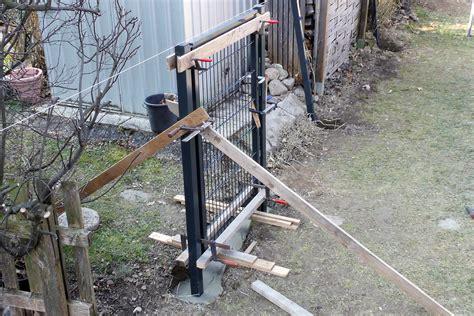 gartenzaun mit gefälle doppelstabmattenzaun montageanleitung gef 228 lle