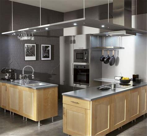 mur couleur gris souris et meubles de cuisine en bois clair ideas para el hogar