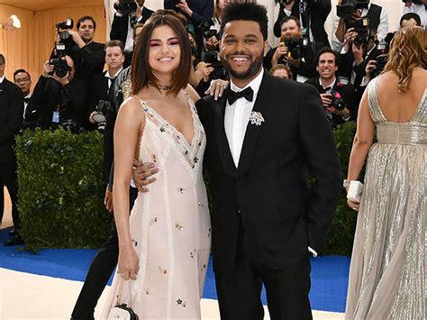 Mesranya Selena Gomez dan The Weeknd Debut Red Carpet di ...