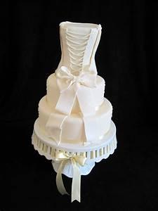 heidi39s cakes of lechlade wedding dress cake With wedding dress cake