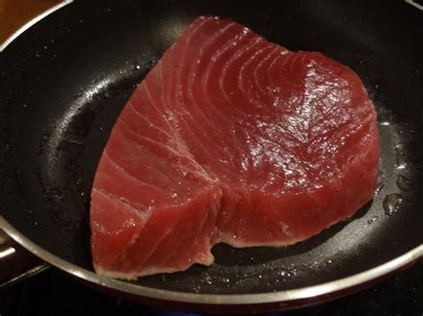 cuisiner steak de thon steak de thon poêlé la tendresse en cuisine