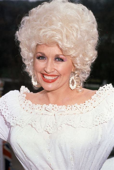 Dolly Parton Performs Late Kenny Rogers' 'Sweet Music Man ...