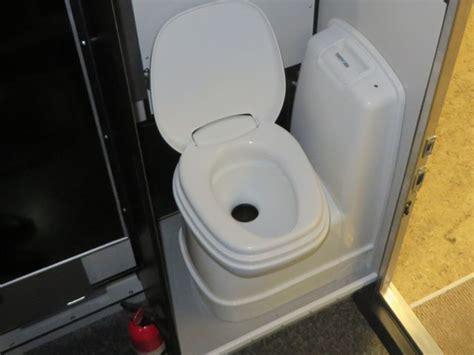 Rv Cassette Toilet Shower by Four Wheel Cers Fleet 6 0 Regular Bed Line
