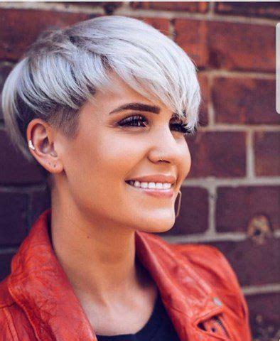 sidecut frauen kurz grau platinum pixie mit sidecut shorter hair frisuren