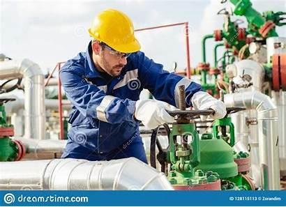 Pipeline Valve Oil Turning Worker Gas Engineer