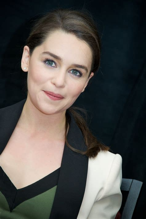 She was born in london and grew up in berkshire, england. Hot Emilia Clarke Boobs - Barnorama