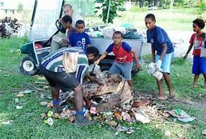 Malum Nalu: Madang children clean up town on World ...