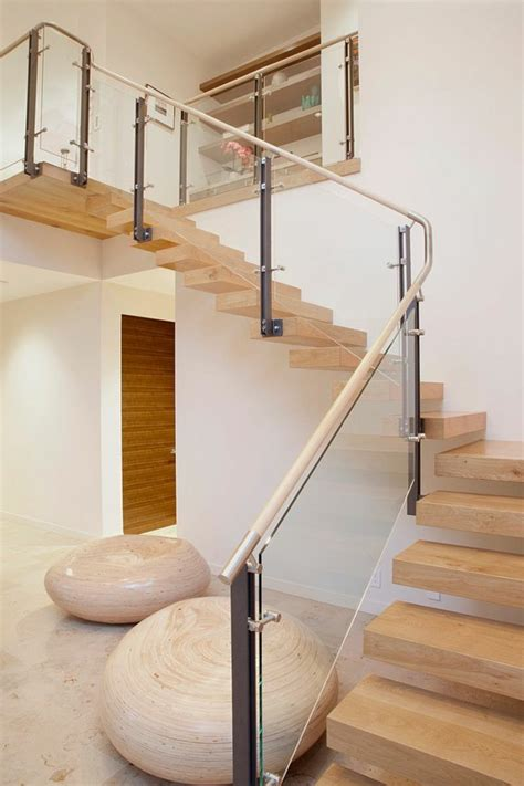 designs d escaliers avec garde corps en verre archzine