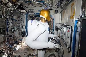 Robonaut Has Been Broken for Years, and Now NASA Is ...