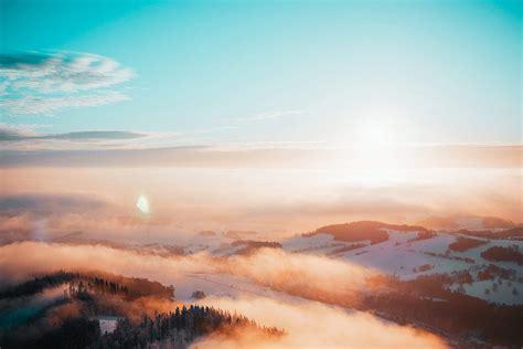 beautiful sunset   foggy mountains scenery