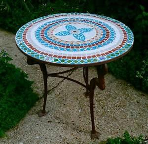Runder Holztisch Garten : gartentisch aus mosaik 30 super modelle ~ Markanthonyermac.com Haus und Dekorationen