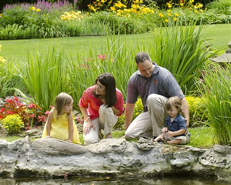 Outdoor Family Portraits At Smith Garden In Oakwood Ohio