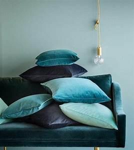 Maison De Vacances Coussins : 25 best ideas about canap de velours bleu sur pinterest ~ Zukunftsfamilie.com Idées de Décoration