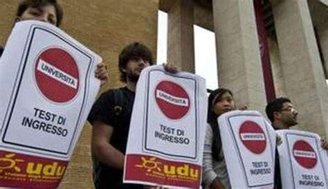 Facoltà Con Test D Ingresso Universit 193 Flash Mob Davanti Agli Atenei Contro I Test D