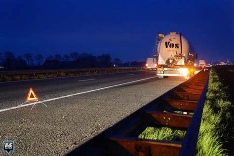 begeleidingsbus botst tegen vrachtwagen op  bij weert
