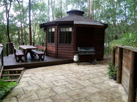 wooden yurt treetop escape  australia