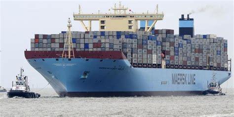 Kurz hinter der südlichen einfahrt hat sich am dienstagabend ein riesiges containerschiff quergestellt. Schifffahrt - Größtes Containerschiff der Welt hat in ...