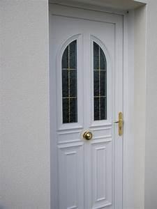menuiseries composium et porte d39entree blanche en pvc With porte de garage et porte en bois blanc