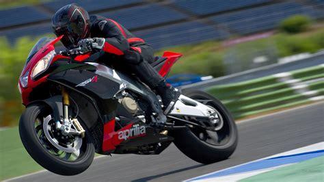 Hd Aprilia Rsv4 Sportbike Wheelie Track Race Free Desktop
