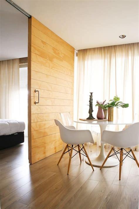 foto puerta corrediza de madera  riel  la vista