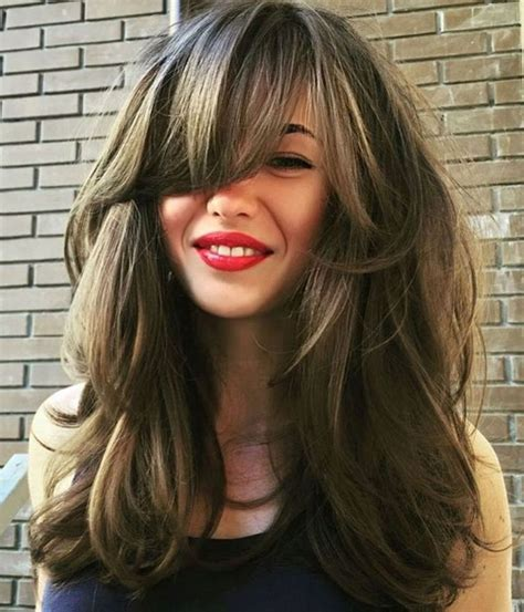 haarschnitt dicke haare langer geschichteter haarschnitt mit pony f 252 r dickes haar frisuren neue frisuren frisuren