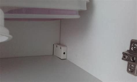 fixation placard cuisine amazing monter un meuble haut de cuisine reglage fixation