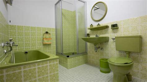 Wenn Ein Bad Wieder In Schönem 70-jahre-grün Leuchtet