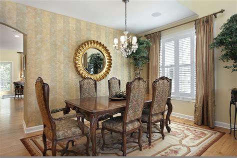 pareti sala da pranzo sala da pranzo con le pareti a strisce immagine stock