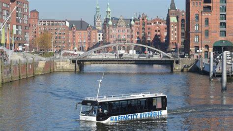 Für Sie Abo Service Hamburg by Das So Schwimmt Der Riverbus Durch Die Hafencity