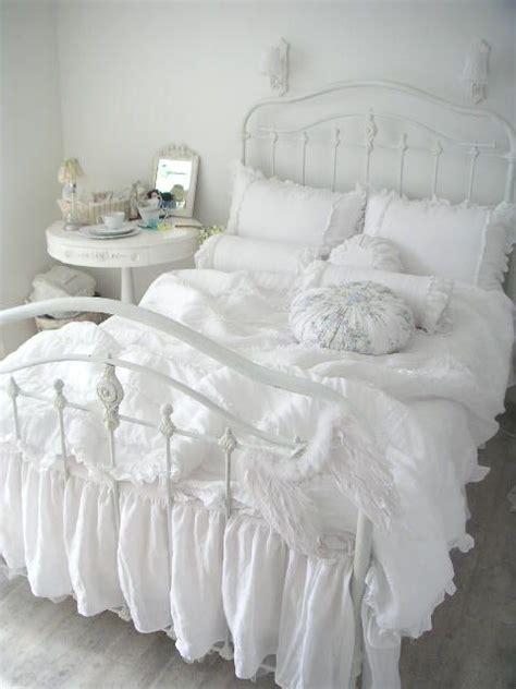 shabby chic white blanket 36 adorable bedding ideas for feminine bedrooms digsdigs