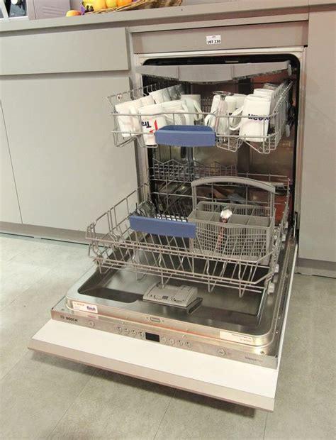 lave vaisselle encastre de marque bosch modele silence plus sd6p1b tiroir et panier a couverts cuis