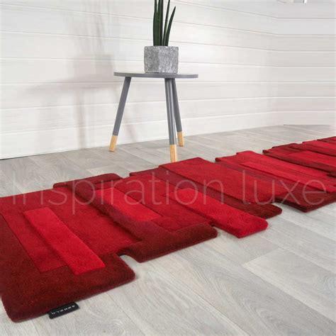 tapis sur mesure rouge de couloir design pebbles par angelo